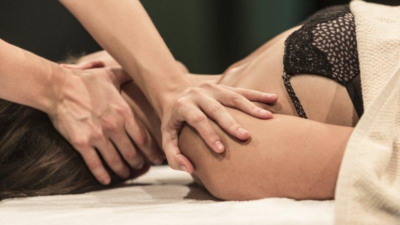 Il Metodo Bio-zone Si Avvale Di Trattamenti Estetici E Dermatologici Di Alta Professionalità, Accompagnati Da Massaggi Estetici E Dallo Shiuatsu